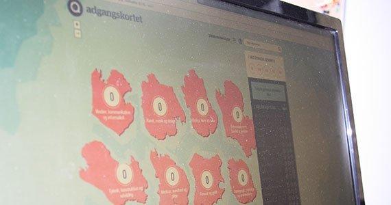 Computerskærm som besøger websitet Adgangkortet