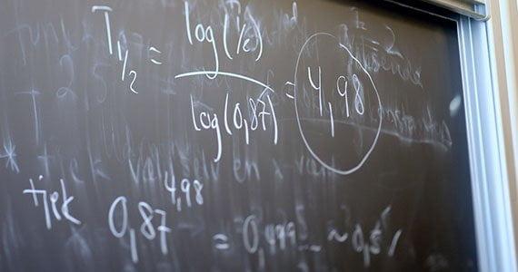 Tavle med matematiske udregninger