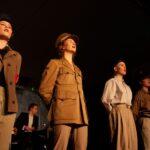Syngende elever fra scene i musical