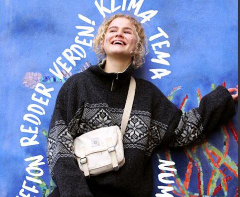 Forsidebillede fra skolebladet Fusion med en pige der står op af en mur med teksten Gefion redder verden! Klima tema